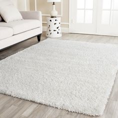 Shaggy-Teppich Saltash in Weiß – Area Rugs in living room White Shag Area Rug, Cream Area Rug, White Rugs, Living Room Seating, Rugs In Living Room, Dining Room, Shag Carpet, Wall Carpet, White Carpet