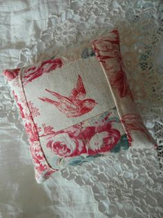 lavender sachet - antique French fabrics -What a great idea to use French motif fabric for a lavender sachet. French General Fabric, French Fabric, Lavender Bags, Lavender Sachets, Fabric Crafts, Sewing Crafts, Patchwork Heart, Scented Sachets, Small Sewing Projects
