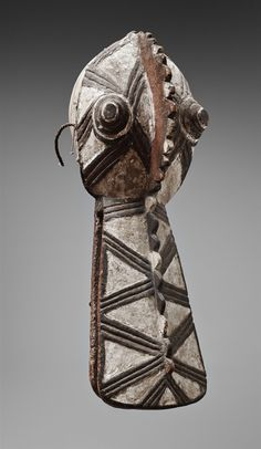 NUNA MASK Of zoomorphic form, with long flared jaws and conical eyes