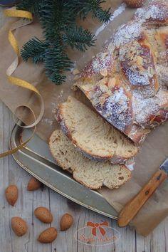 Kvásková vianočka s mandľovými lupienkami - Sisters Bakery Yummy Food, Tasty, Christmas Sweets, Bagel, Camembert Cheese, Pork, Healthy Eating, Bread, Homemade