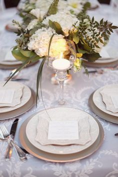 Simple and elegant live this want for table setting my reception