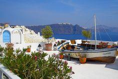 Description: Leuk kleinschalig hotel direct aan het zandstrand en goed centraal gelegen op het eiland Rhodos. Een perfect vakantie-adres voor liefhebbers van zon zee en cultuur. Kleinschalig hotel direct aan zee en strand Af en toe heb je eens de behoefte er even tussenuit te knijpen om met z?n tweetjes tot rust te komen en luilekker te genieten van zon zand en zee. Daar is Delfini Beach Hotel een perfekt vakantie adresje voor. Want kijk eens naar de schitterende ligging met het zachte zand…
