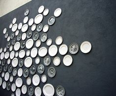 viceroy-hotel-outdoor-wall - wonderful post on plates as wall decor @ Remodelista! Plate Wall Decor, Plates On Wall, Black And White Plates, Black White, Hanging Plates, Focal Wall, Wall Of Fame, Plate Display, Tap Room