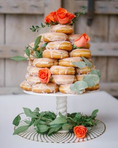 make a pretty donut tower instead of a cake at your next shower or celebration. love me some donuts! Donut Wedding Cake, Wedding Donuts, Wedding Desserts, Wedding Cakes, Brunch Outfit, Brunch Mesa, Deco Baby Shower, Donut Tower, Cake Tower