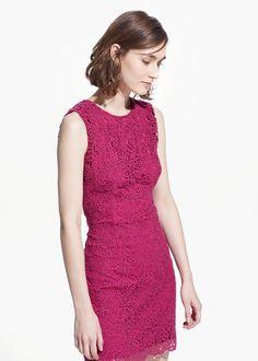 Kleid aus Gipürespitze mit Cut-out