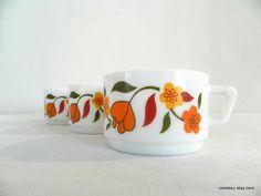3 très jolies tasses Arcopal France. Verres par frenchvintagedream, $21.00