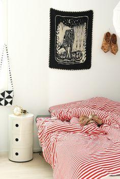 marimekko bedding Blue Bedroom Decor, Bedroom Red, Bedroom Paint Colors, Closet Bedroom, Cozy Bedroom, Marimekko Bedding, Dream Decor, Cozy House, Humble Abode