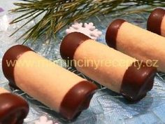 Honey tubes with cream liqueur Cream Liqueur, Biscuits, Brownie Cookies, Christmas Cooking, Christmas Candy, Food And Drink, Sweets, Homemade, Drinks