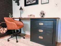 Is it a desk?  Is it a dresser?  It's both!  And I call it a desker!  Make it yourself with a repurposed dresser and a DIY desktop and leg. Metal Desk Makeover, Couch Makeover, Bedroom Furniture Makeover, Office Makeover, Diy Furniture, Small Home Office Desk, L Office, Guest Room Office, Office Ideas