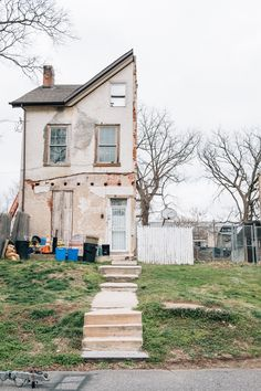 The abandoned homes of Philadelphia: Austin Hodges documents houses left to rot Abandoned Mansions, Abandoned Houses, Abandoned Places, Old Houses, Haunted Places, Derelict Buildings, Unique Buildings, Creepy Houses, Building Sketch