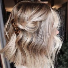 Best Ideas How To Do an Balayage Ombre on Short Hair , hair ombre Ideas How To Do an Balayage Ombre on Short Hair Blonde Hair Looks, Brown Blonde Hair, Blonde Hair On Brunettes, Blonde Honey, Blonde Brunette, Short Hair Updo, Short Hair Styles, Blonde Short Hair, Ponytail Hairstyles