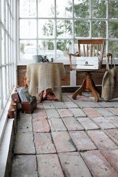Tegelgolv i växthus. Foto: Erika Åberg