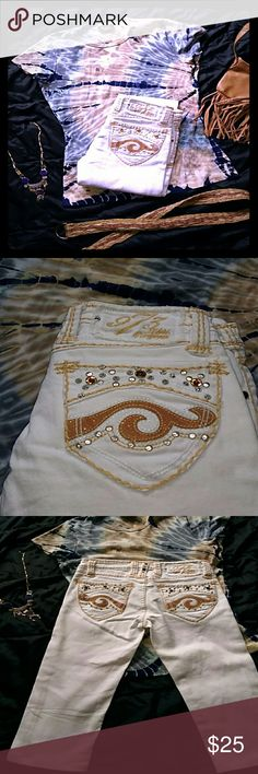Awesome ~Pepe~ Jeweled Denim Capri's Perfect, Like New, Condition!!! White denin w contrast stitching and jewl embellishments. Pic's do not do these justice at all! They're gorgeous! Cotton/spandex blend, size 25 **please note, I these are snow-white, the discoloration is from my crappy phone camera.** Pepe Jeans Pants Ankle & Cropped