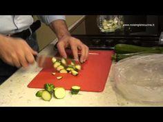 """""""Come congelare le zucchine"""".  Come congelare le zucchine per averle sempre pronte per le nostre ricette. Ideali per una frittata, un contorno, una torta rustica o per un gustoso primo piatto!  Difficoltà: semplice  Tempo di preaprazione: 10 minuti"""