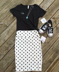 Knotted LuLaRoe Classic T and polka dot Cassie Skirt paired together with black Converse tennis shoes. LuLaRoe outfits by Devin Leigh. #devinsleggings #lularoewithdevinleigh