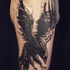 #covertattoo #cover #crowntattoo #crow #raventattoo #raven #sketchtattoo #blackandgreytattoo #tattoo #faubourgtattooclub #loiseautattoo