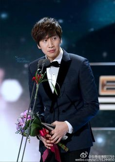 LEE KWANG SOO during winning Special Best Acting SBS Drama Awards 141231 Cr:on…