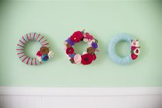 Yarn wreath tutorial. Super cool and actually looks doable : )
