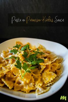 Pasta an Parmesan-Kürbis Sauce Pasta with parmesan pumpkin sauce // Great for guests too and it' Pumpkin Recipes, Veggie Recipes, Pasta Recipes, Vegetarian Recipes, Dinner Recipes, Healthy Recipes, Noodle Recipes, Veggie Food, Sauce Recipes