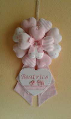 Coccarda nascita Baby Crafts, Felt Crafts, Crafts To Make, Arts And Crafts, Sewing Crafts, Sewing Projects, Projects To Try, Fabric Hearts, Baby Mobile