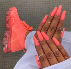 ongles néon corail fluo coffin nails baskets assortis acrylic nails coffin - acrylic nails short - a Neon Coral Nails, Bright Summer Acrylic Nails, Best Acrylic Nails, Coral Acrylic Nails, Summer Nails Neon, Spring Nails, Matte Nails, Colourful Acrylic Nails, Summery Nails