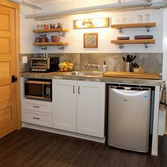 9 Inspiring Design Ideas to Make the Most of Your Small Kitchen Layout Small House Kitchen Ideas, Small Basement Kitchen, Small Kitchen Cabinets, Small Kitchen Layouts, Small Space Kitchen, Home Decor Kitchen, Kitchen Interior, Home Kitchens, Small Spaces