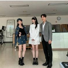 Image may contain: one or more people, people standing and shoes Sulli, Korean Actresses, Actors & Actresses, Luna Fashion, Jin Goo, O Drama, Pretty Men, Celebs, Celebrities