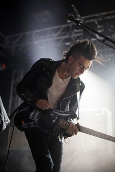 What would life be without talented and simultaneously man candy Brits? Matt Healy - The 1975