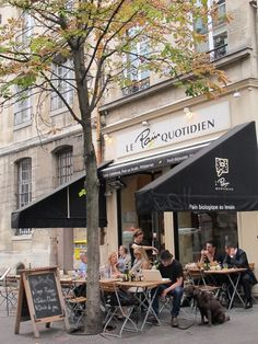 Le Pain Quotidien is a Belgian chain of restaurants. The first one I ever discovered was in Rue Archives in Paris. I have since eaten at these restaurants in New York, Los Angeles, London, Munich a…