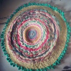 Alfombra hecha a mano en telar y crochet super multicolor y con lanas puras by Enchantee de Maria Evangelina Pratto