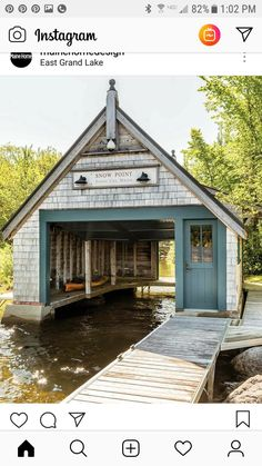 I want tbis boat house to go with my dream cabin😊 Lake Dock, Boat Dock, Dock House, Floating Boat, Lakefront Property, Lake Cabins, Rustic Design, Boathouse, Architecture