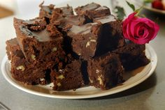 Better than Brad Pitt Brownies  :) - Kerry O'Neill (So decadent... they are unbelieveable!)     http://media.hamptonroads.com/cache/files/images/39011.jpg
