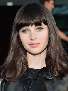 This Face Shape Suits a Full Fringe Best, According to a Hair Expert - Full Fringe Hairstyles: Felicity Jones - Full Fringe Hairstyles, Modern Short Hairstyles, Fringe Haircut, Cool Hairstyles For Girls, Classic Hairstyles, Chic Hairstyles, Blonde Hair With Fringe, Blonde Hair Looks, Felicity Jones Hair