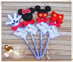 Use mickey and minnies heads for tic tac toe games in felt Mickey Minnie Mouse, Theme Mickey, Fiesta Mickey Mouse, Mickey Party, Mickey Mouse Clubhouse, Disney Diy, Disney Crafts, Felt Crafts, Diy And Crafts