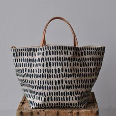 Marvelous Make a Hobo Bag Ideas. All Time Favorite Make a Hobo Bag Ideas. Waxed Canvas, Cotton Canvas, Tote Bags For College, Diy Pochette, Honey Colour, Bag Patterns To Sew, Fabric Bags, Color Lines, Shopper