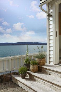 Fargesjefens sommerhytte - Lady Inspirationsblogg Swedish Cottage, Summer Cabins, Deco Blue, Scandinavian Living, Cozy Cabin, Rustic Barn, Beach Cottages, Coastal Living, Hygge