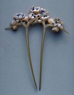 """Gaillard: """"Fleurs de Prunellier,"""" or Blackthorn Flowers, c. 1904. Musée des Arts Décoratifs."""