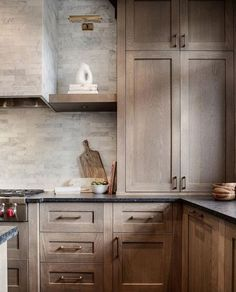 Dark, light, oak, maple, cherry cabinetry and espresso wood kitchen cabinets. CHECK THE IMAGE for Many Wood Kitchen Cabinets. White Oak Kitchen, Black Kitchens, Kitchen And Bath, Home Kitchens, Luxury Kitchens, Light Wood Kitchens, Kitchen Sink, 1970s Kitchen, Long Kitchen