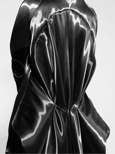'The Moon Parade'. Rafael Kouto Fall/Winter Detail of The New Moon Look. Black Image, Black N White Images, Black And White, Creative Photos, Cool Photos, Utopia Dystopia, Sketchbook Inspiration, Woman Standing, Fall Winter 2014