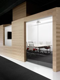 Image 6 of 13 from gallery of Techshed / Garcia Tamjidi Architecture Design. Photograph by Joe Fletcher
