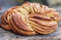 Estonian braided cinnamon bread called a kringel. Bunny Bread, Spinach Pie, Cinnamon Bread, Cinnamon Twists, Cinnamon Rolls, Cinnamon Sticks, English Food, Sweet Bread, Just Desserts