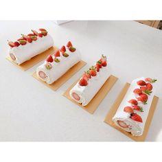 WEBSTA @ lesucre2006 - #베이킹클래스#뽀얀요거트케이크화사한 뽀얀 요거트 케이크 보면 기분도 화사해져요. ..#白いロールケーキレッスンで皆さんが作ったケーキです。イチゴ飾りでなんか爽やかな気分のケーキになりました。.. #お菓子教室 #デザート #スイーツ #ルシュクル #ベーキング #手作り #おやつ#yogurtcake #sweets #dessert #baking #cake  #foodgram #onthetable #요거트케이크 #대전베이킹 #베이킹스튜디오 #르슈크레#대전베이킹스튜디오 #대전베이킹클래스 #대전케이크클래스 #반석동 #대전케이크 #우리밀베이킹 #디저트그램
