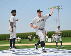 Yankees starting pitcher Andrew Heaney (38) pretends to pitch with an ear of corn before the The Field of Dreams Game near the movie site 8/12/21 in Dyersville, IA. Movie Sites, Ears Of Corn, Field Of Dreams, Pitch, Iowa, Soccer, Game, Sports, Movies