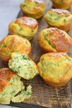 Bear's garlic muffins for aperitif Baby Food Recipes, New Recipes, Cooking Recipes, Healthy Recipes, Baby Muffins, Brunch, Cake Factory, Dessert, Mini Cakes