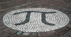 Ο αριθμός π (συμβολίζεται με το ελληνικό γράμμα π) είναι μια μαθηματική σταθερά άρρηκτα συνδεδεμένη με την έννοια του κύκλου. Πρόκειται για μια μαθηματική σταθερά που είναι η αναλογία ενός κύκλου της περιφέρεια με τη διάμετρο και αποτελείται από αμέτρητα