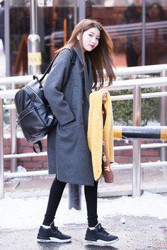 아이돌그래퍼 Fashion Idol, Pop Fashion, Womens Fashion, Extended Play, Seoul, Gfriend Sowon, Airport Style, Airport Fashion, G Friend
