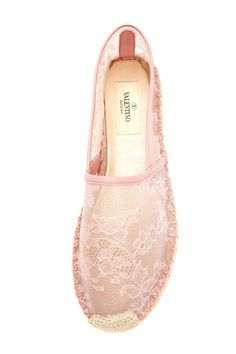Tendance & idée Chaussures Femme Description Enough with the rain with these beautiful Valentino lace espadrilles! Pretty Shoes, Cute Shoes, Me Too Shoes, Shoe Wardrobe, Shoe Closet, Lace Espadrilles, Lace Flats, Summer Shoes, Accessories