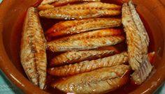 Caballa en escabeche Spanish Kitchen, Spanish Food, Baby Food Recipes, Mexican Food Recipes, Healthy Recipes, Mackerel Fish, Sardine Recipes, Fish And Seafood, Sin Gluten