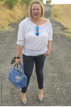 CURVY Girl· Trendy Curvy - Plus Size Fashion Blog Trendy Curvy camisa bardot blanca salones python zara.  LOOKS CON JEANS  #loslooksdemiarmario #escotebardot #lookverano #violetabymango #zapatos #python #lookotoño #lookcasual #jeans #lookschic #tallagrande #curvy #plussize #curve #fashion #blogger #madrid #bloggercurvy #personalshopper #curvygirl