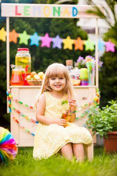 Lemonade stand & Lemonade girl